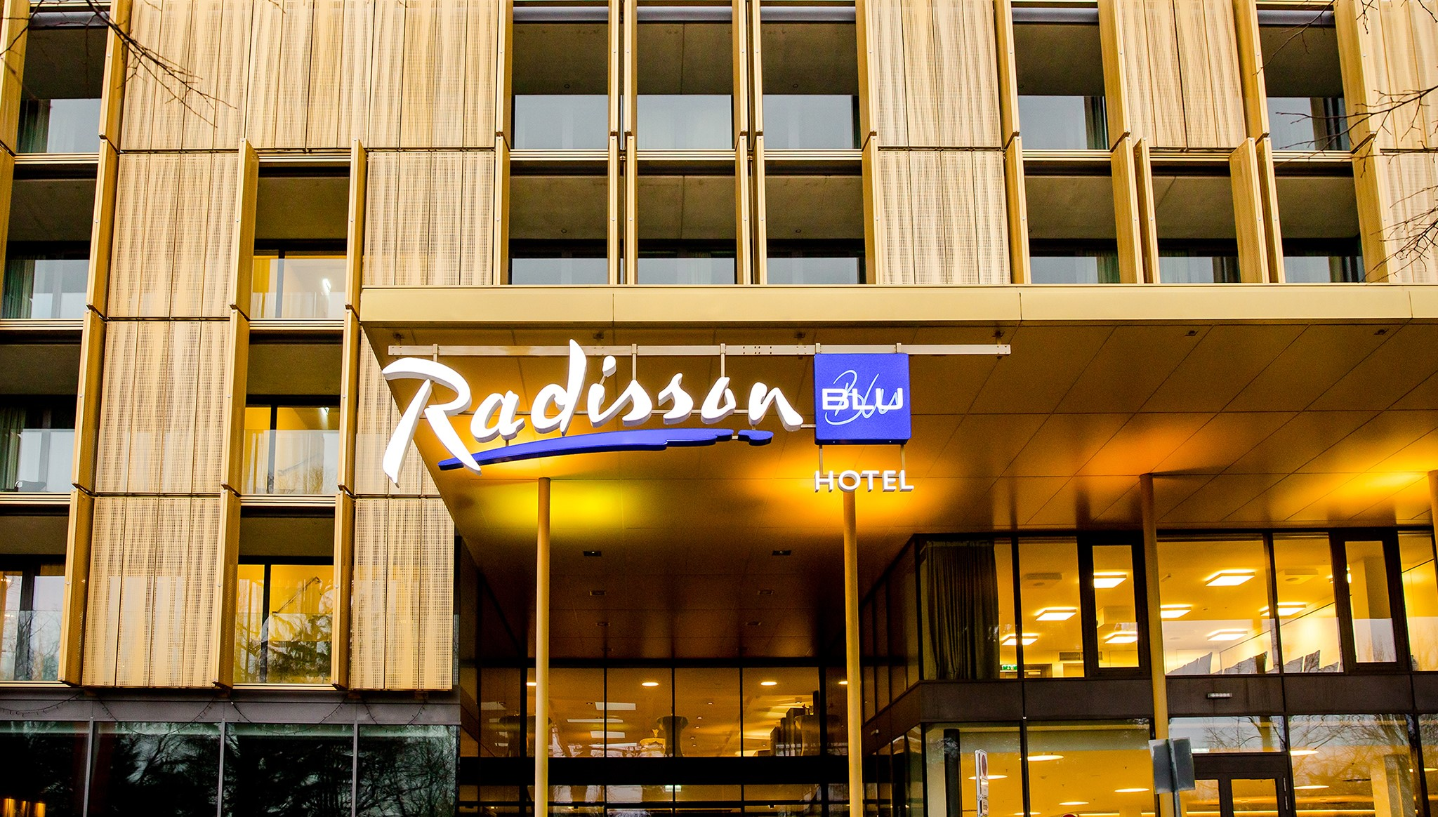 Radisson Blu Park Royal Palace